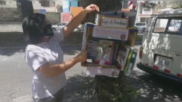 Ciudadanos pueden llevar un libro y devolverlo a cuando culminen de leerlo.