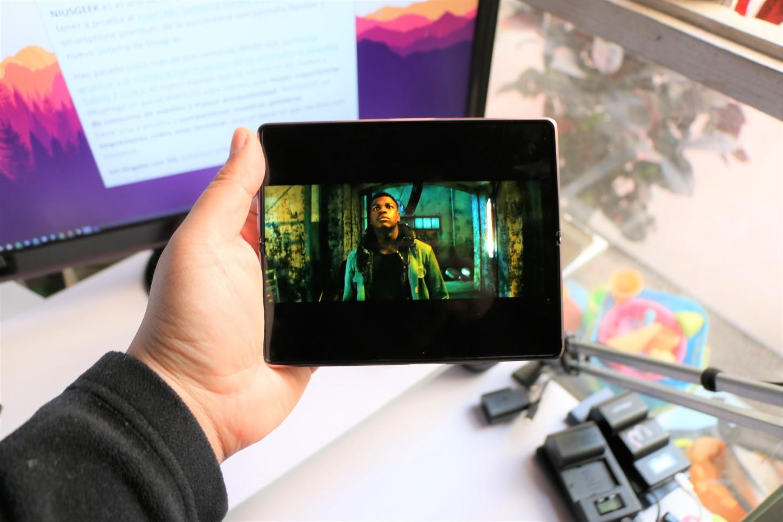 La pantalla interna tiene tecnología Dynamic AMOLED 2X