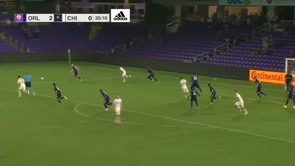 Pedro Gallese tapó penal ante Chicago Fire.