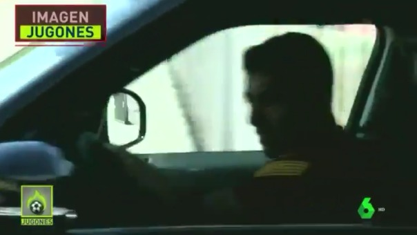 Luis Suárez sale llorando.