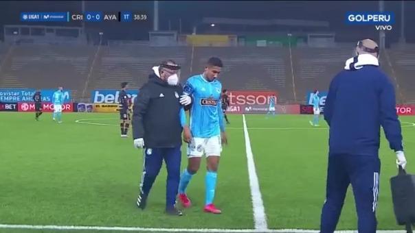 Christofer Gonzáles salió sentido del partido ante Ayacucho FC.
