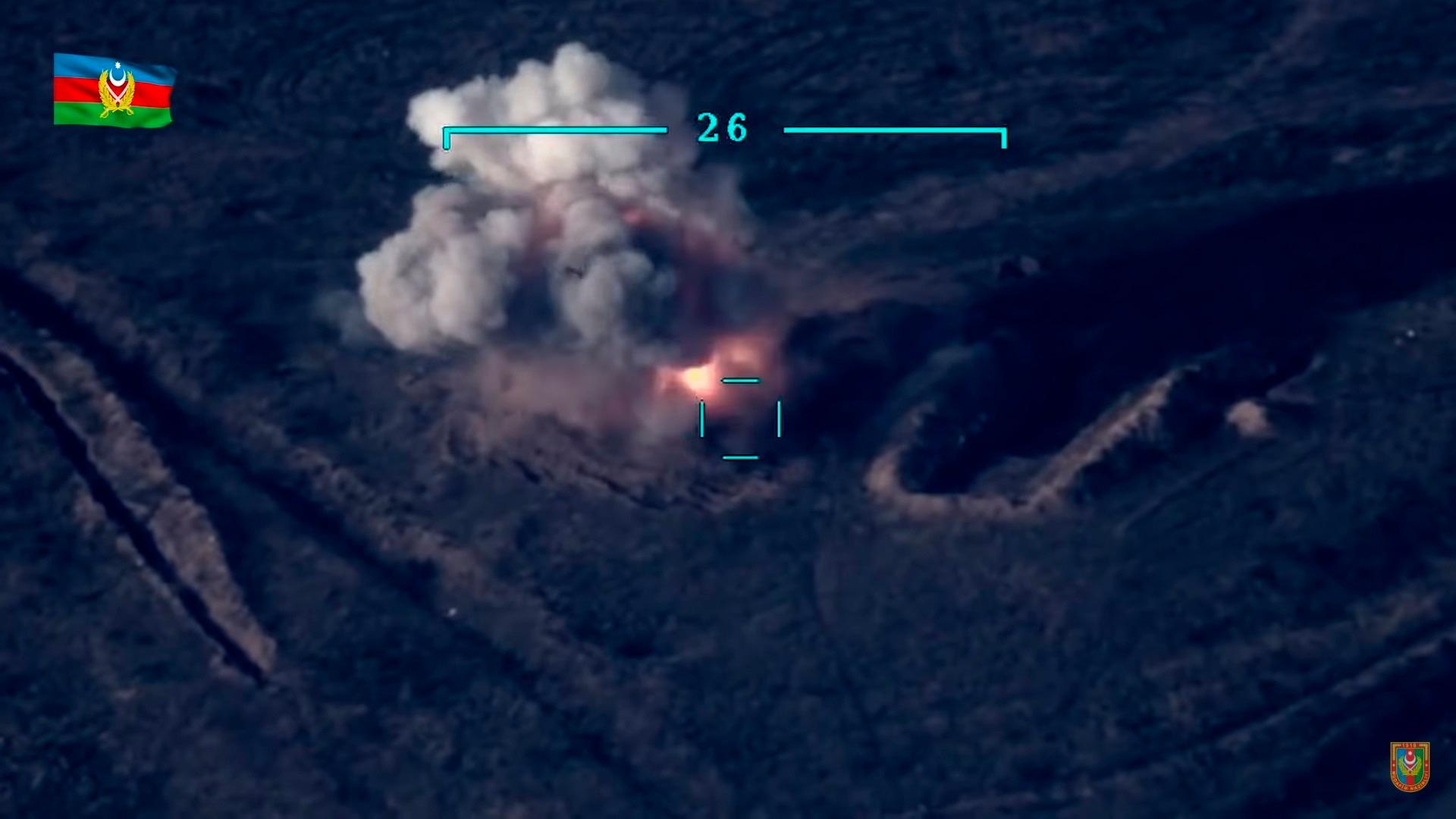 El balance podría ser más grave ya que los dos campos afirman haber infligido centenas de pérdidas al adversario, difundiendo en particular imágenes de blindados destruidos.