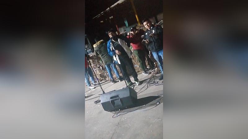 'Toño Centella' negó haber sido contratado para brindar un concierto, pero uno de los asistentes grabó este video.