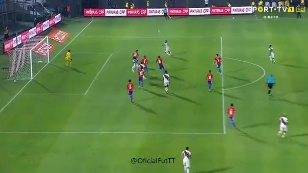 Primer gol de André Carrillo ante Paraguay