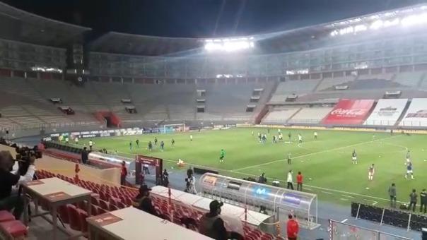 Se ha puesto en el fondo del Estadio Nacional el 'Contigo Perú'