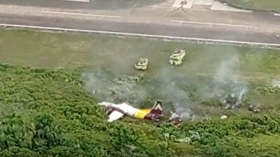 Algunos ciudadanos captaron estas imágenes donde se observa humo, producto del accidente.