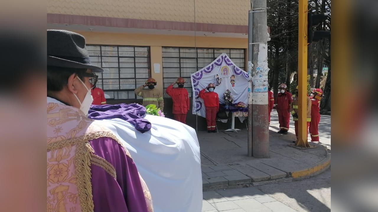 La imagen sobre una camioneta por la hermandad del Cristo Moreno recorrió las principales calles de la ciudad.
