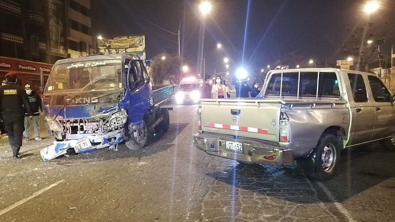 La camioneta involucrada en el accidente tiene el logo del Ministerio Público.