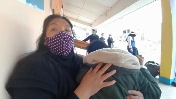 Diana Pérez vende cebiche y lava ropa ajena para poder mantener a su familia.