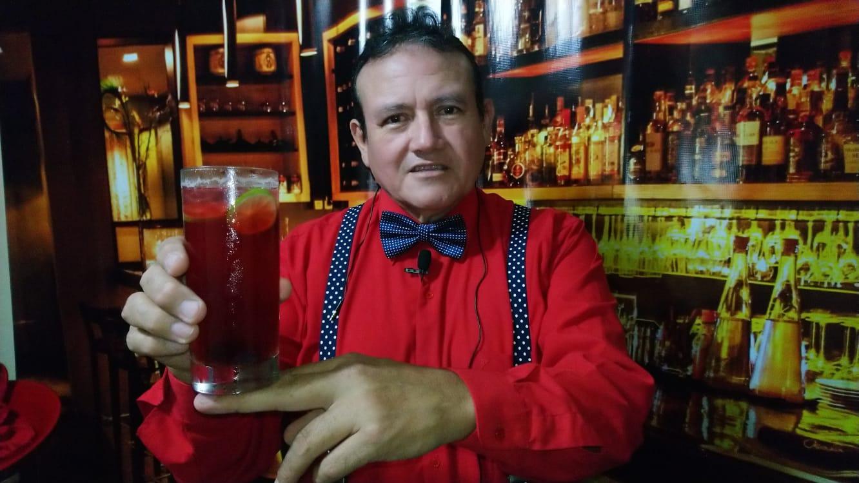 Así es como el barténder Orlando Ávila Fernández elabora el denominado
