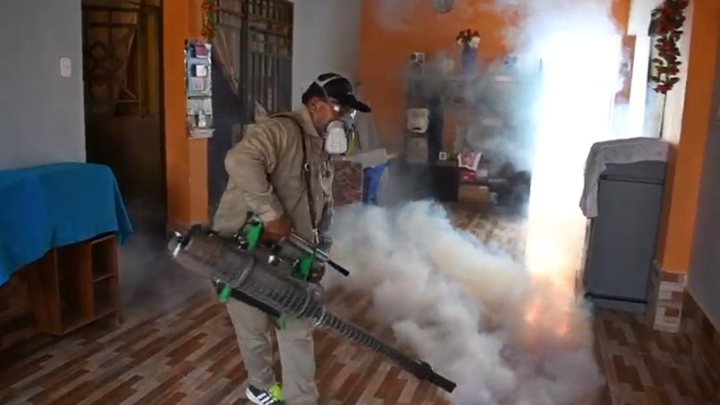 Trabajos de fumigación en las viviendas se reforzará en los distritos donde hat presencia del zancudo trasmisor del dengue.