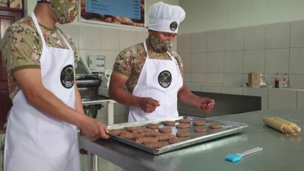 El pan es elaborado por los mismos soldados como parte de su capacitación en ocupación laboral.