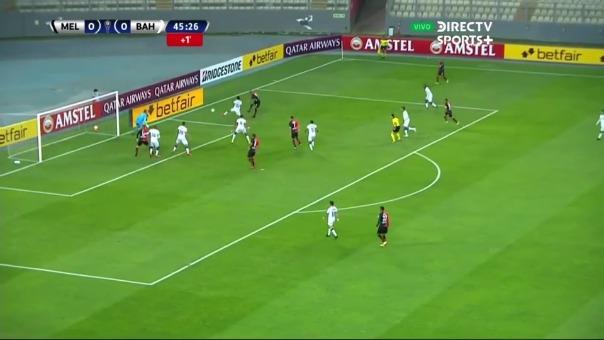 Othoniel Arce estuvo cerca de abrir el marcador ante Bahía por la Copa Sudamericana.