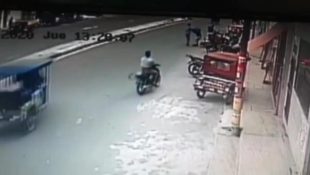 Delincuentes asaltaron con arma de fuego a empresario.