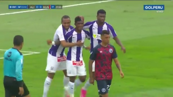 Gol de Oslimg Mora ante Deportivo Municipal