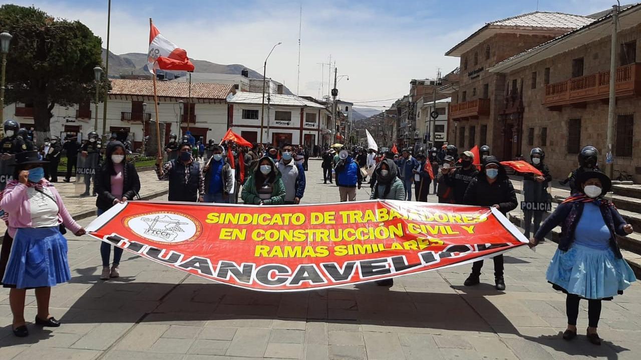 Las organizaciones sociales salieropn a las calles porque los parlamentarios han olvidado que fueron elegidos para representar a la ciudadanía.