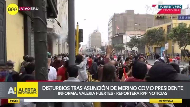 La Policía ha lanzado bombas lacrimógenas para dispersar a los manifestantes.