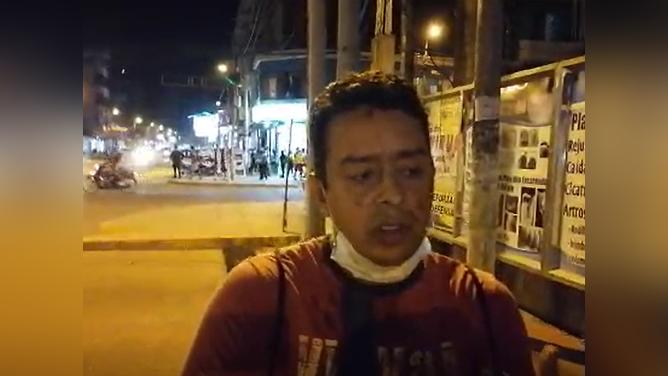 El periodista local Orian Sánchez terminó ensangrentado.