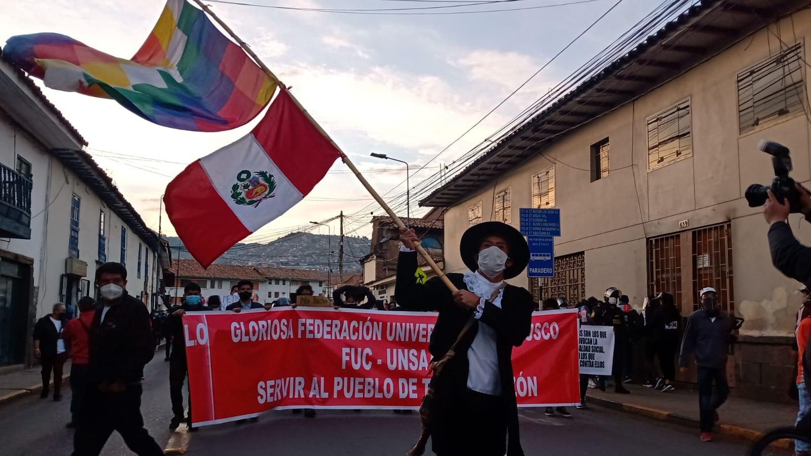 Al menos 10 mil personas se movilizaron por las calles de Cusco durante la marcha nacional.