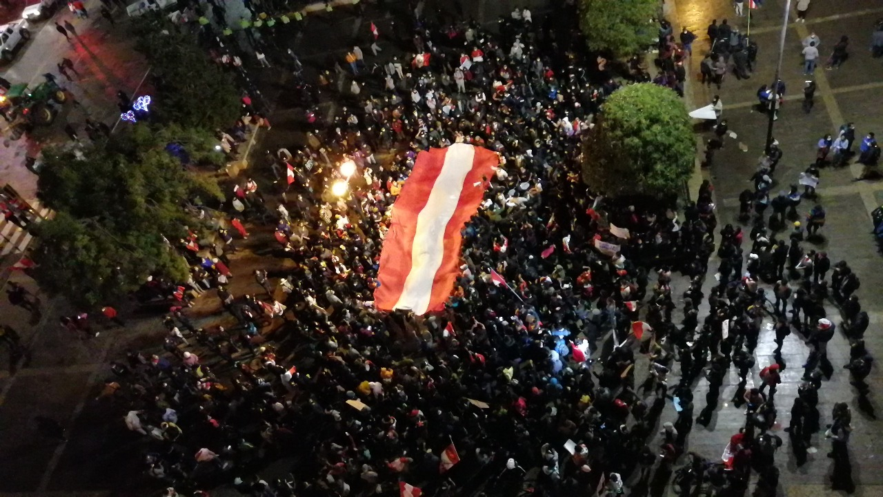 Miles de ciudadanos de Huancayo se movilizaron por la calle Real hasta la explanada del Parque Huamanmarca.