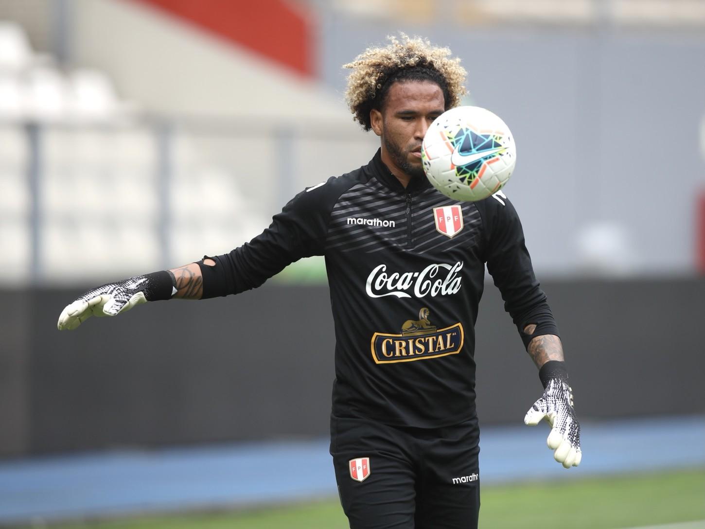 Pedro Gallese con trabajos de balón.