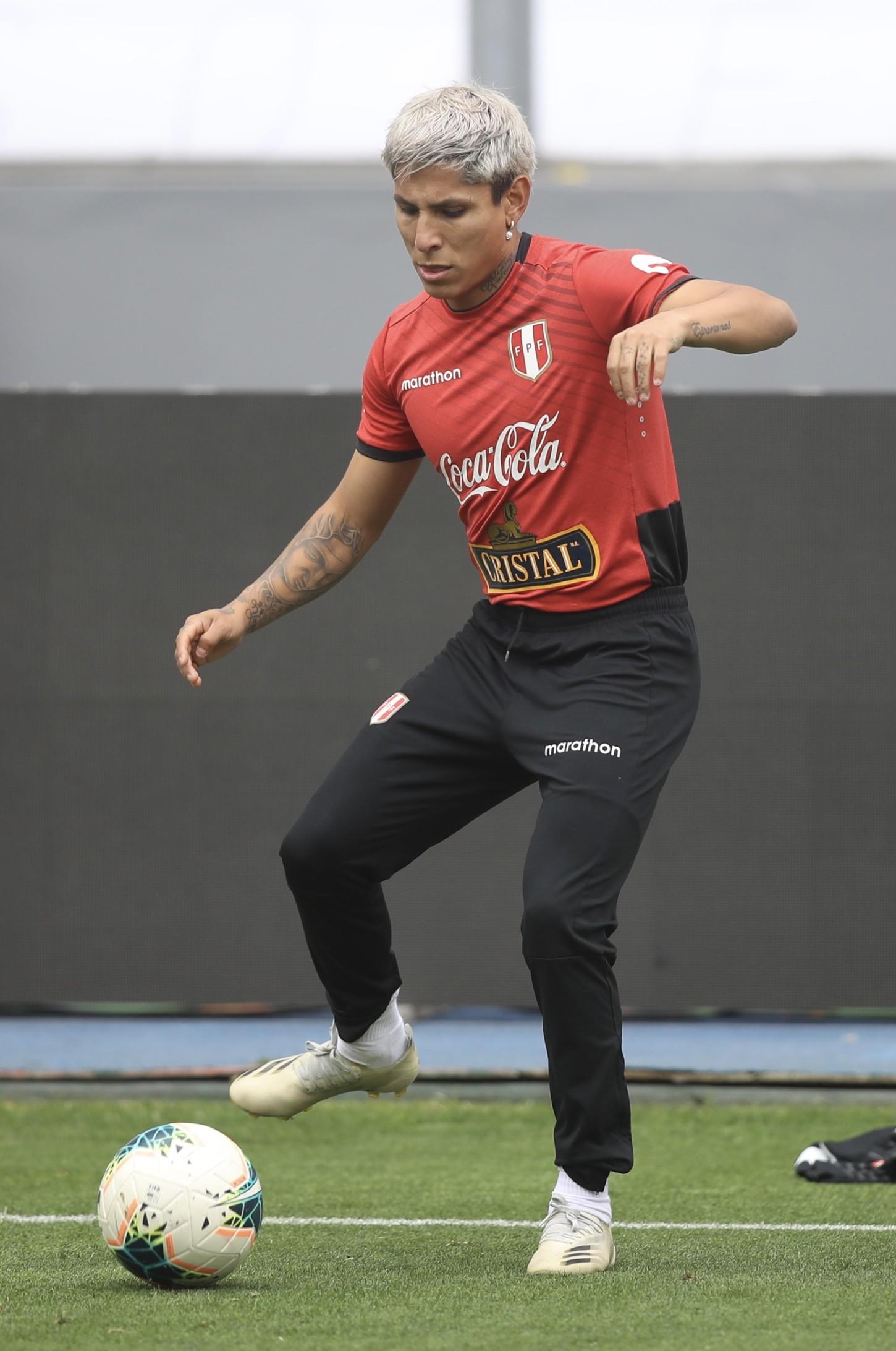 Raúl Ruídiaz quedó en deuda ante Chile, pero tendrá su oportunidad ante Argentina.