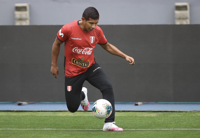 Edison Flores tuvo una baja actuación ante Chile y va por su revancha.