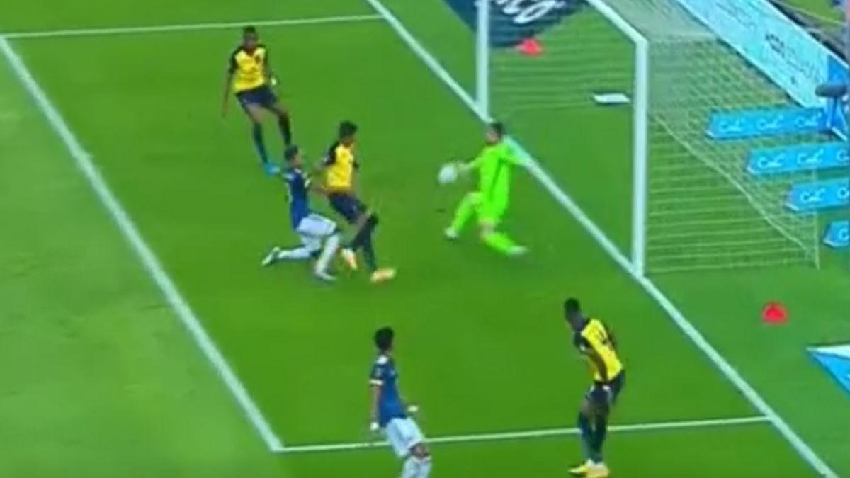 Así fue el gol de Arreaga en el Ecuador vs. Colombia por Eliminatorias.