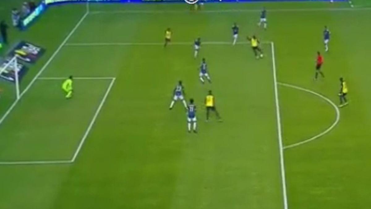 El golazo de Plata para la goleada de Ecuador ante Colombia.