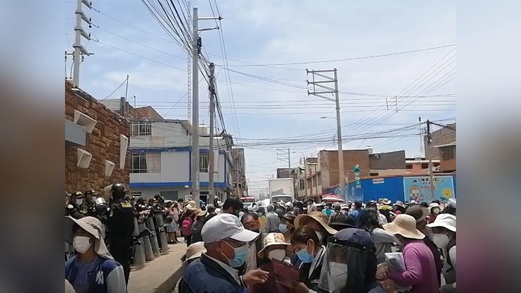 Cientos de agricultores llegaron hasta Huancayo para exigir el mejor abastecimiento de agua para sus sembríos.