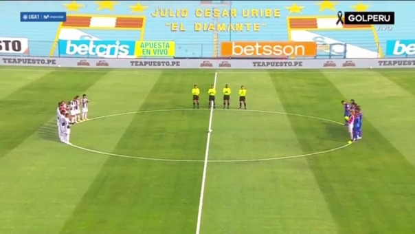 Alianza Lima y Carlos A. Mannucci dedicaron un minuto de aplausos por Diego Maradona.