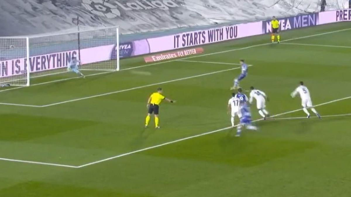 Este fue el gol de Lucas Pérez en el Real Madrid vs. Alavés por LaLiga.