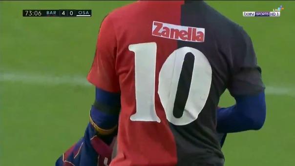 Lionel Messi con la camiseta 10 de Maradona en Newell's.