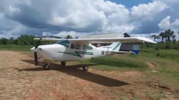 La avioneta quedó con la hélice dañada y a causa de la falla en el tren de aterrizaje delantero.