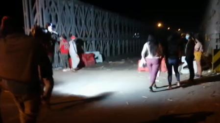 Trabajadores de empresas agroindustriales desbloquearon el puente Virú, en La Libertad.