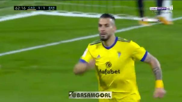 Álvaro Negredo convirtió el 2-1 de Cádiz ante Barcelona