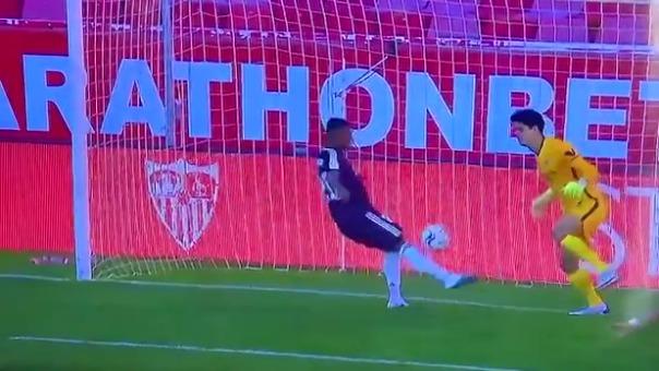 Vinicius Junior perdió una clara chance de anotarle al Sevilla