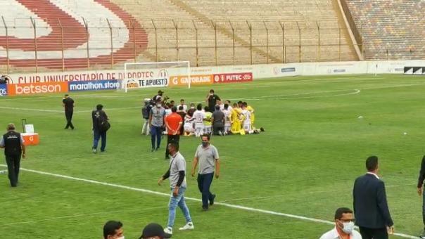 Los jugadores al final realizaron un circulo para rezar