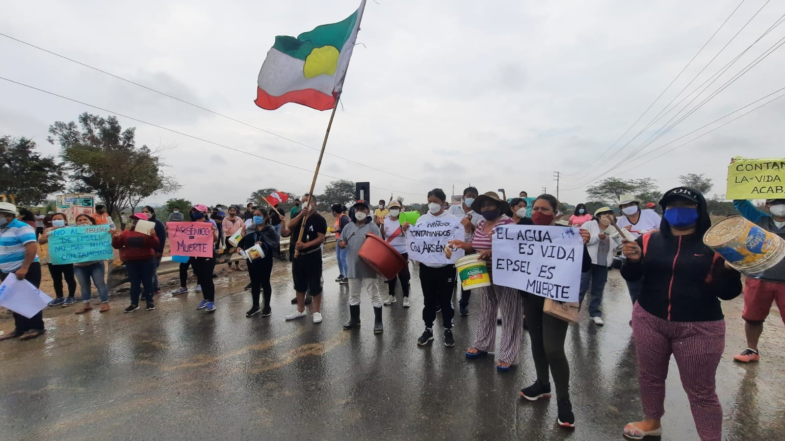 Nuevamente pobladores protestan en la carretera Panamericana Norte Antigua.
