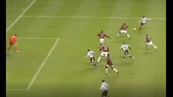 Nolberto Solano contra Arsenal.