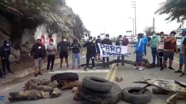 Los conductores bloquearon la carretera por dos horas hasta que llegó la Policía.