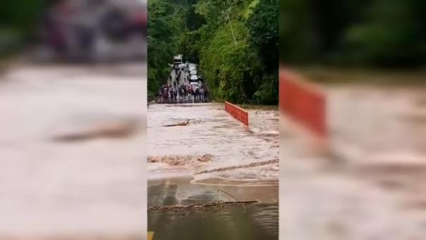 Puente el Tigre quedó bajo el agua del río.