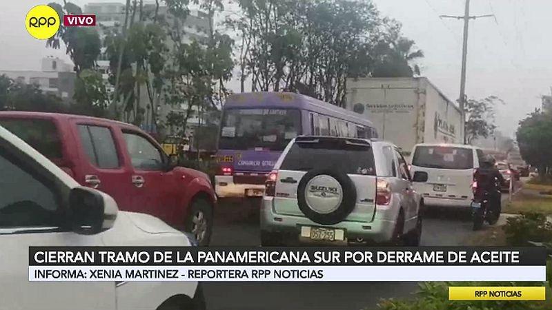 La vía auxiliar de la Panamericana Sur está congestionada.