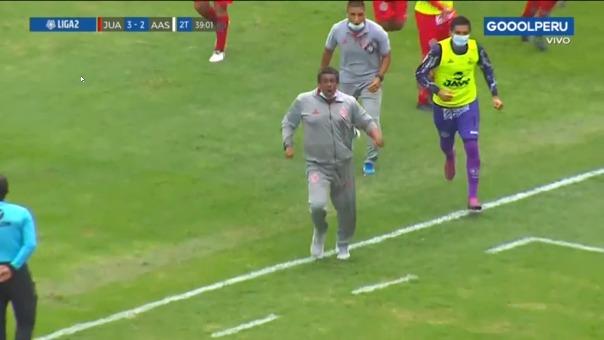 Tercer gol de Juan Aurich y celebración.