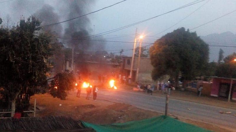 Las carreteras están bloqueadas en Trujillo e Ica.