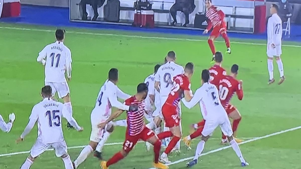 Este fue el penal de Casemiro no cobrado en el Real Madrid vs. Granada.