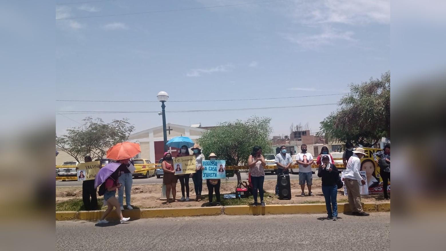 Plantón en los exteriores de la comisaría de Tacna para exigir la búsqueda de Judith Machaca.