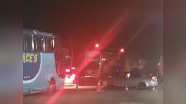 Durante la noche del 29 de diciembre el tránsito de vehículos empezó a ser restringido debido a que los trabajadores intentaban bloquear la carretera.