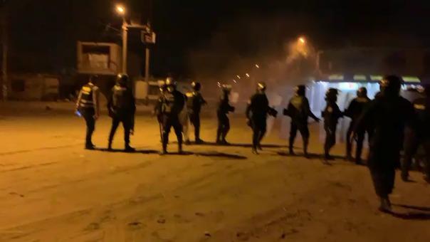 La Policía Nacional intentó evitar que se bloquee nuevamente la Panamericana Norte.