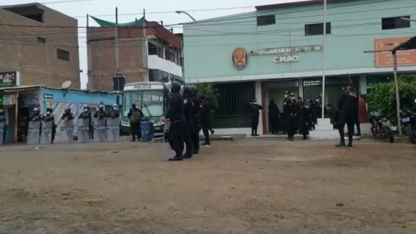 Un grupo de efectivos de la Policía Nacional retornó a la comisaría de Chao.